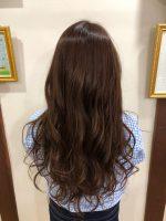 ヘアカラーや白髪染めによって発生する白髪や細毛を改善するのにオススメなヘアケア。